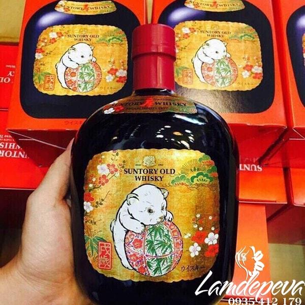 Ruou-con-cho-Suntory-Old-Whisky-2018-700ml-cua-Nhat-Ban-6-min.jpg