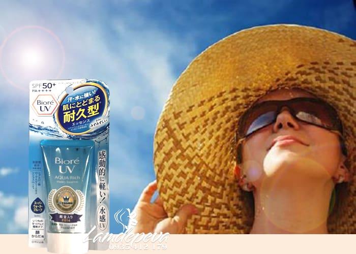 kem-chong-nang-biore-uv-aqua-rich-watery-essence-mau-moi-3.jpg